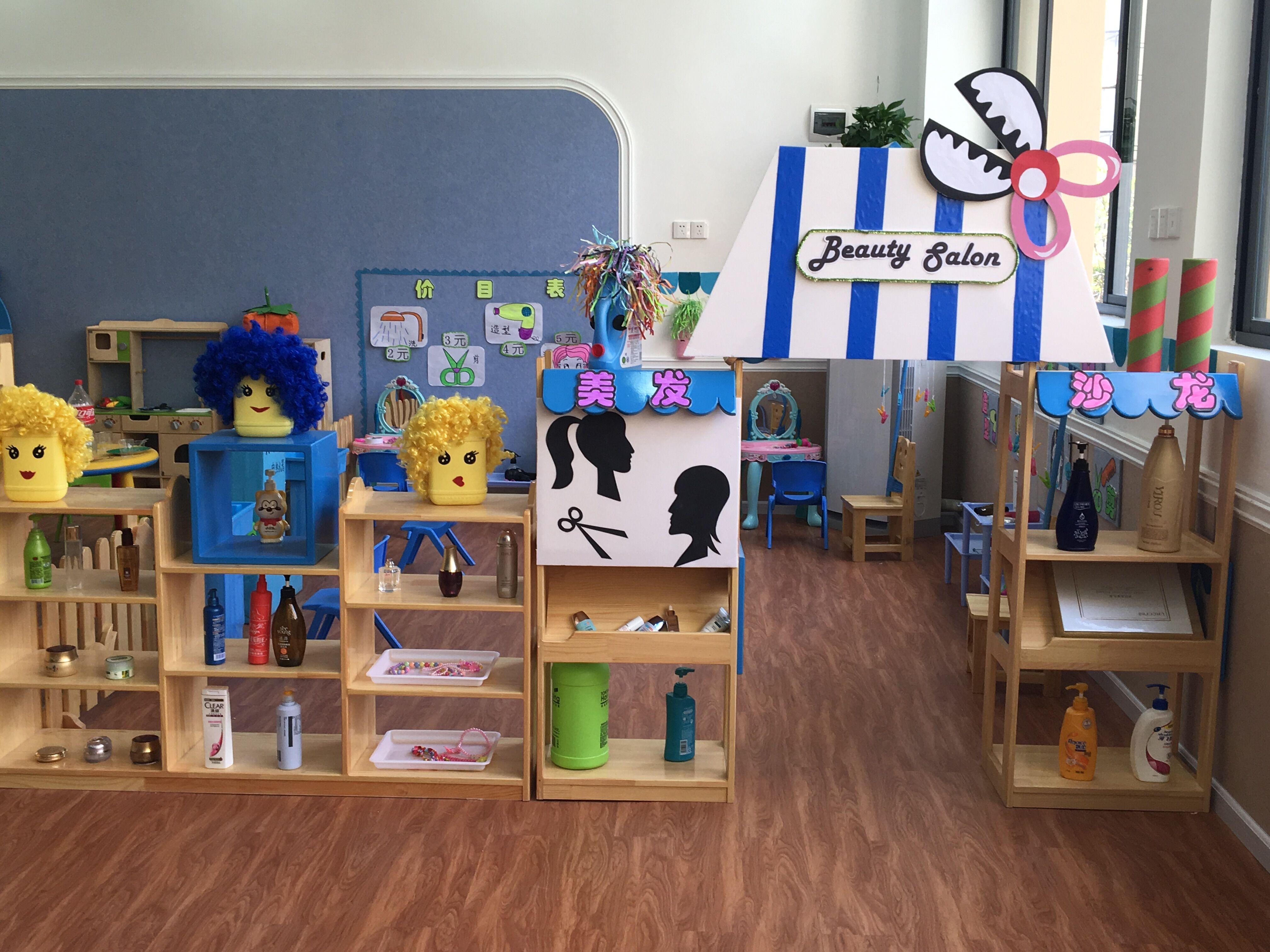 > 幼儿园概况  我们将教室分为多个不同的区域,包括 角色区 ,表演区